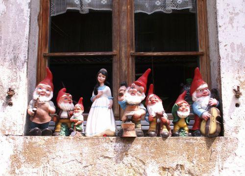 snow white dwarfs figures