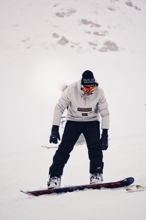 snowboarder snowboard snow