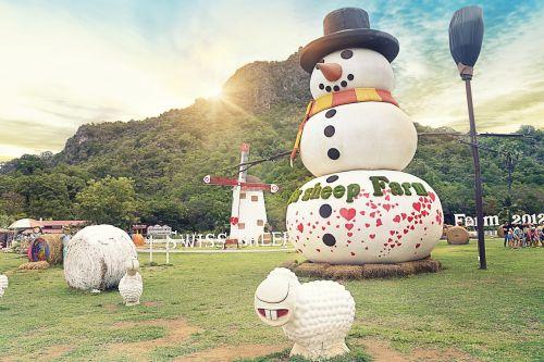snowman figure summer