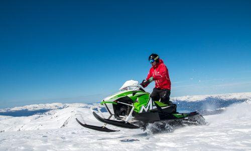sniegomobilis,šokinėti,ekstremalios