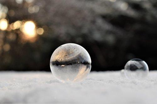 soap bubble  frozen  eiskristalle