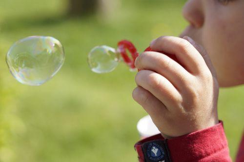 soap bubbles make soap bubbles child