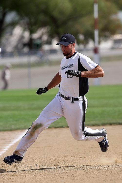 softball men runner