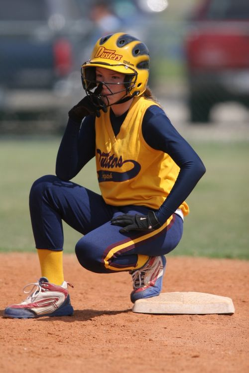 softball player runner