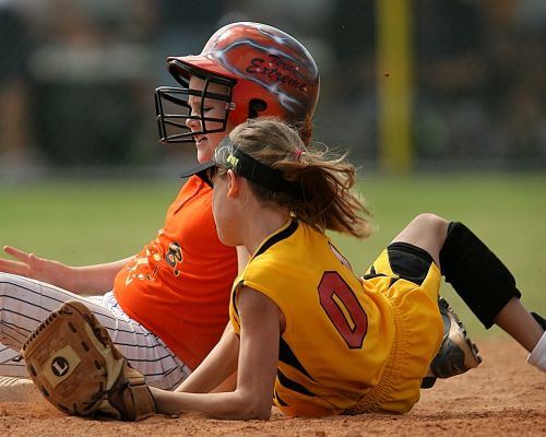 softball players action