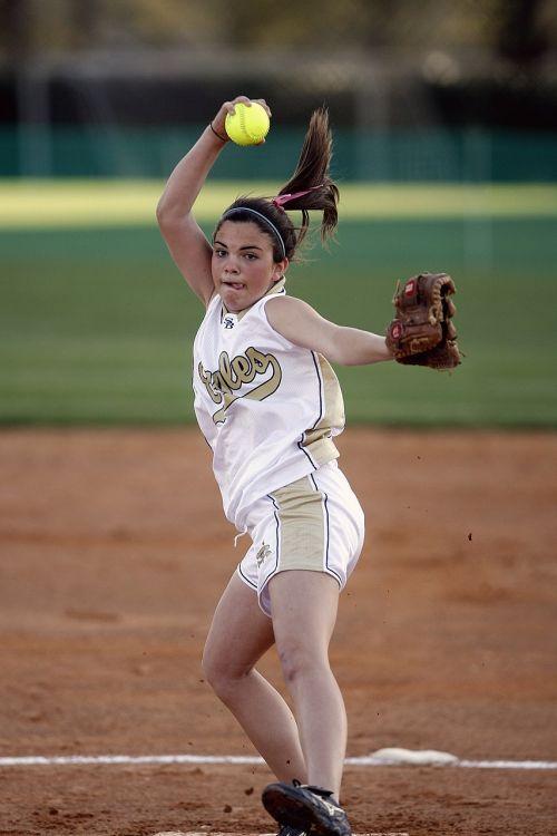 softball pitcher pitching