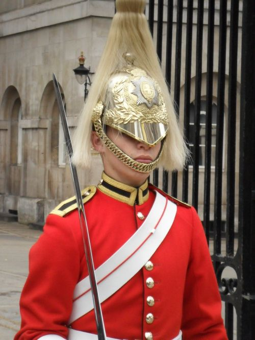 soldier england weapon