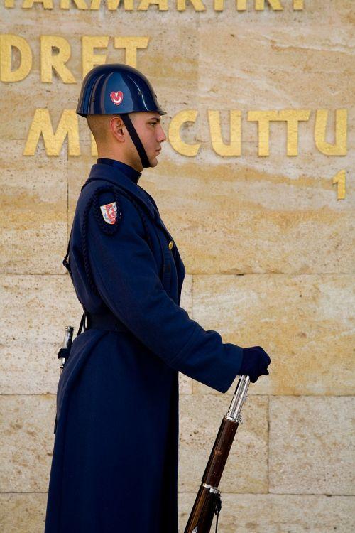 soldier mausoleum atatürk