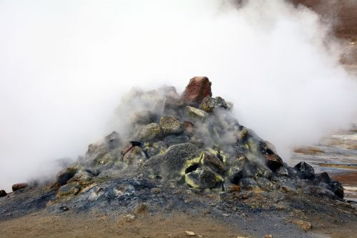 solfatare iceland hot gases