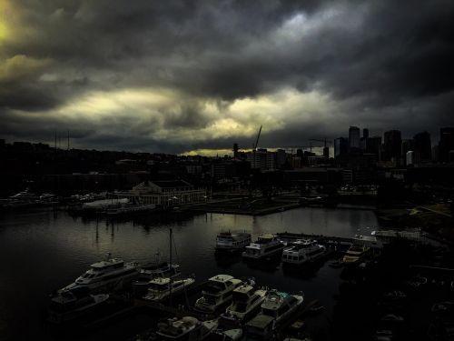 pietų ežerų sąjunga,Seattle,Vašingtonas,ežero sąjunga,vanduo,valtys,marina,agc pastatas,debesys,mccormicks schmits