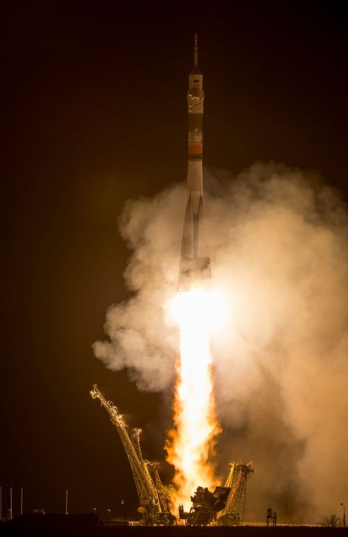 soyuz rocket launch night