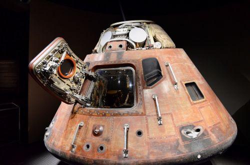 space capsule apollo