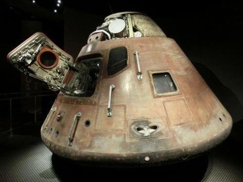 space capsule apollo program lander