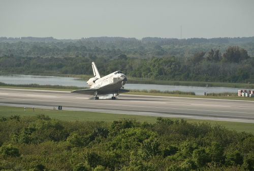 space shuttle landing astronautics