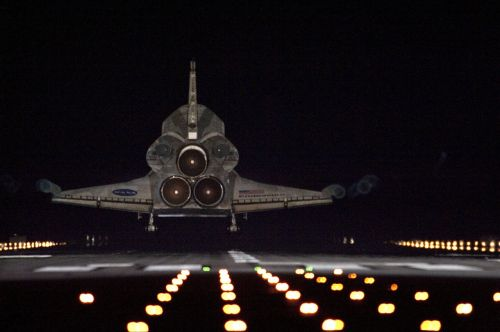 space shuttle endeavour landing lights