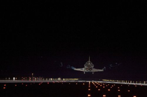 space shuttle endeavour landing night