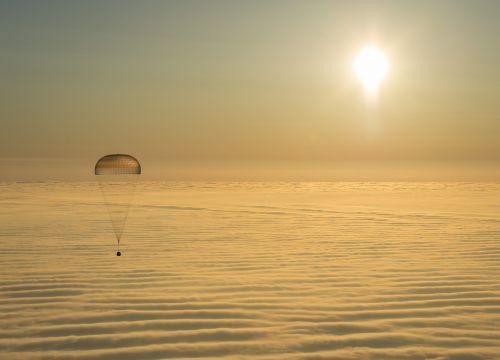 spacecraft landing soyuz