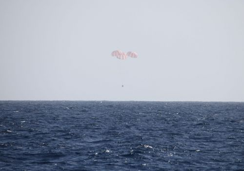 spacecraft landing chutes