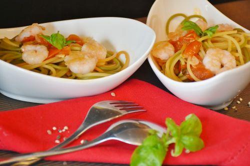 spaghetti noodles tomatoes