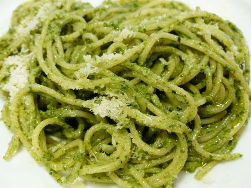 spaghetti noodles eat