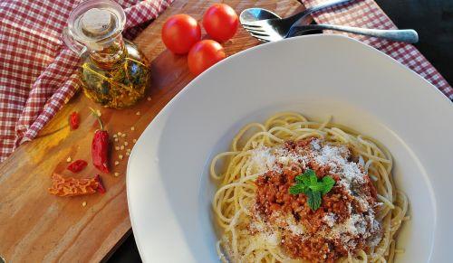 spaghetti noodles bolognese
