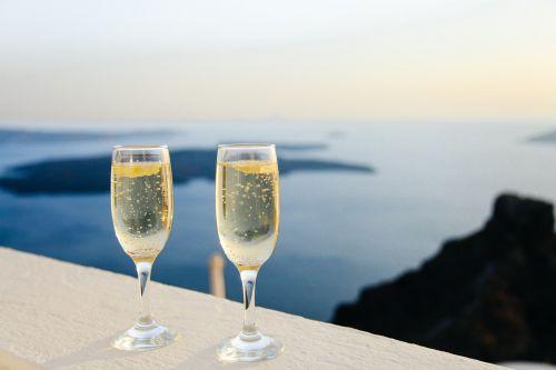sparkling wine bubbles glasses