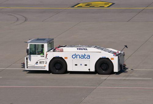 airplane tug special-purpose vehicle vehicle