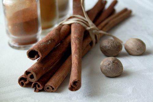 spices cinnamon nutmeg