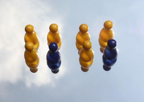 spielfugur figures yellow
