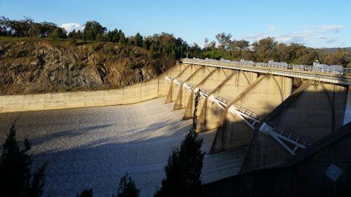 spillway floodgates dam