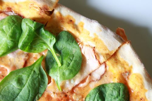 spinach,pizza,italian,dish,dinner,healthy,eat,cooking,kitchen,luncheon,food,meal,meat,an italian dish,tasty,eating,taste