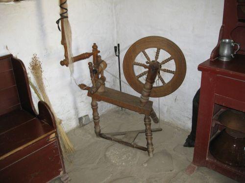 spinning wheel antique wood