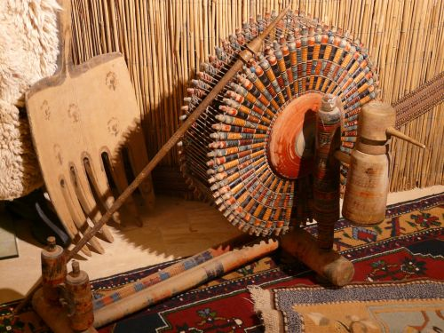 spinning wheel spindles carpet weaving center