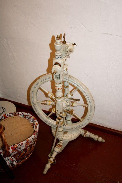 spinning wheel spin thread
