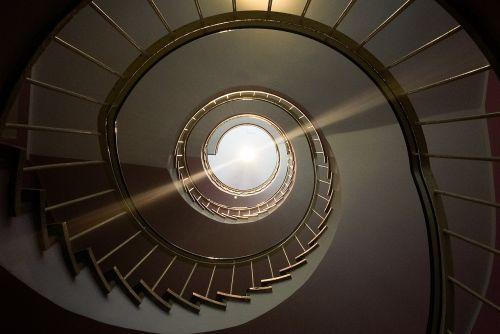 spiral staircase railing gradually