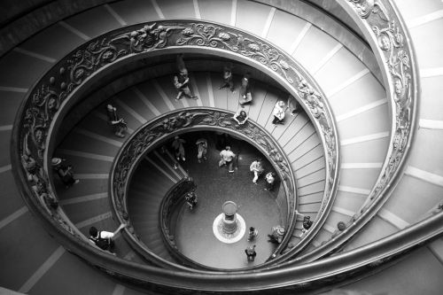 spiral staircase scale round