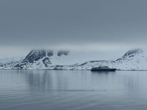 spitsbergen expedition fog