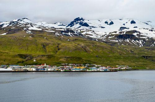 spitsbergen north pole in the summer