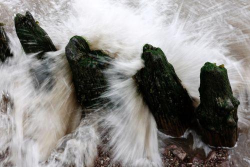 splash wave break