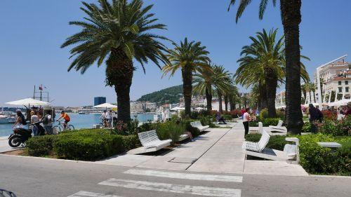split beach promenade palms