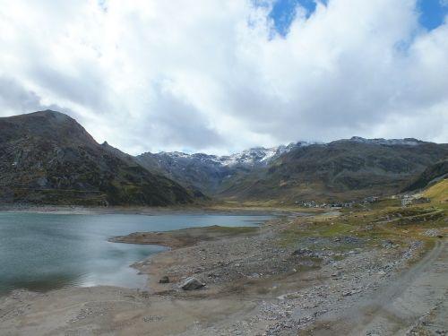 splügen pass lake cold