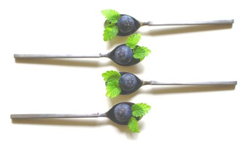 spoon blueberries teaspoon
