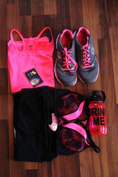 Sportas, sportiniai drabužiai, drabužiai, funkcija viršuje, rožinis, pilka, juoda, spalvinga, fitnesas, į sveikatą, sportiniai bateliai, sportbh, sportiniai kelnaitės, vandens butelis, išgerk mane, studijos žemėlapis