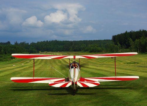 sport aircraft aircraft runway