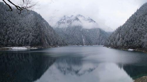 spring jiuzhaigou snow mountain