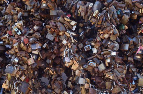 spring love padlock