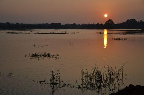 sri lanka sunset lake
