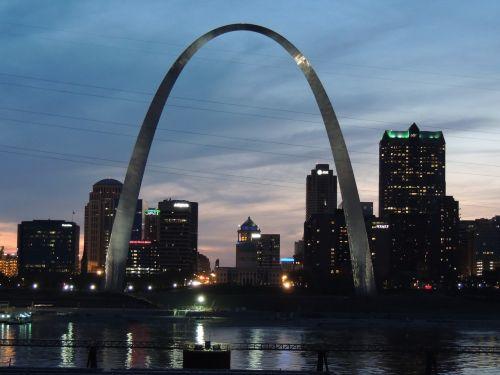 st louis,Šv. Luizos arka,Illinois,Ilinojaus upės pusė,Misisipė,Misisipi upė,miestas,miesto nakvynė,arka naktį,nakties arka,twilight,vartai arka,vartai į vakarus