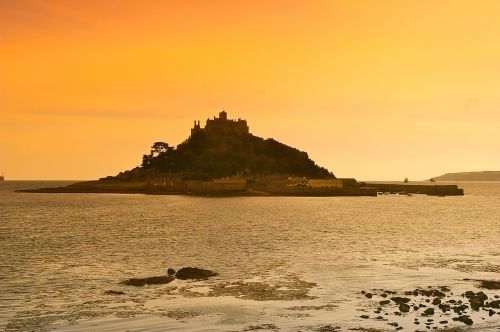 st michaels mount holiday sea