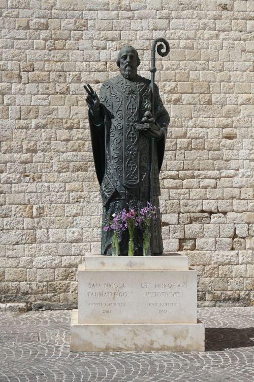 st nicholas holy statue